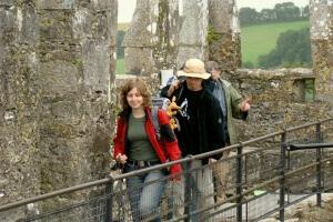 Ryjek, Gosia i Patrzałek po całowaniu Kamienia z Blarney