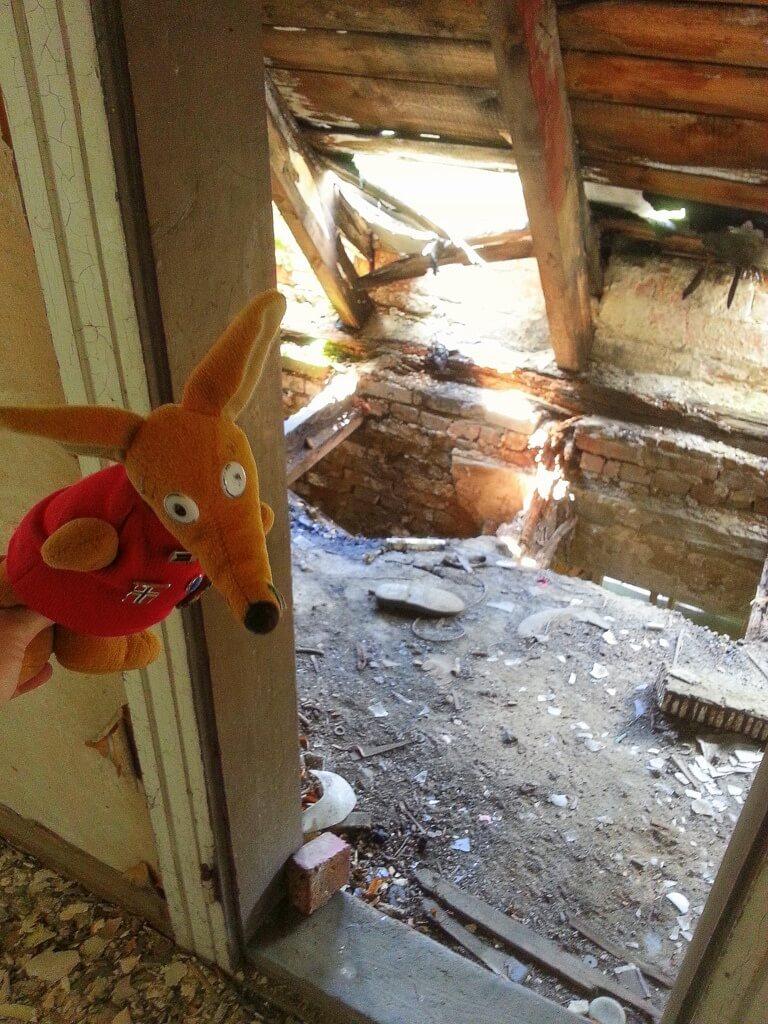 Lubimy ruiny - szkoła w Dzierżąznej