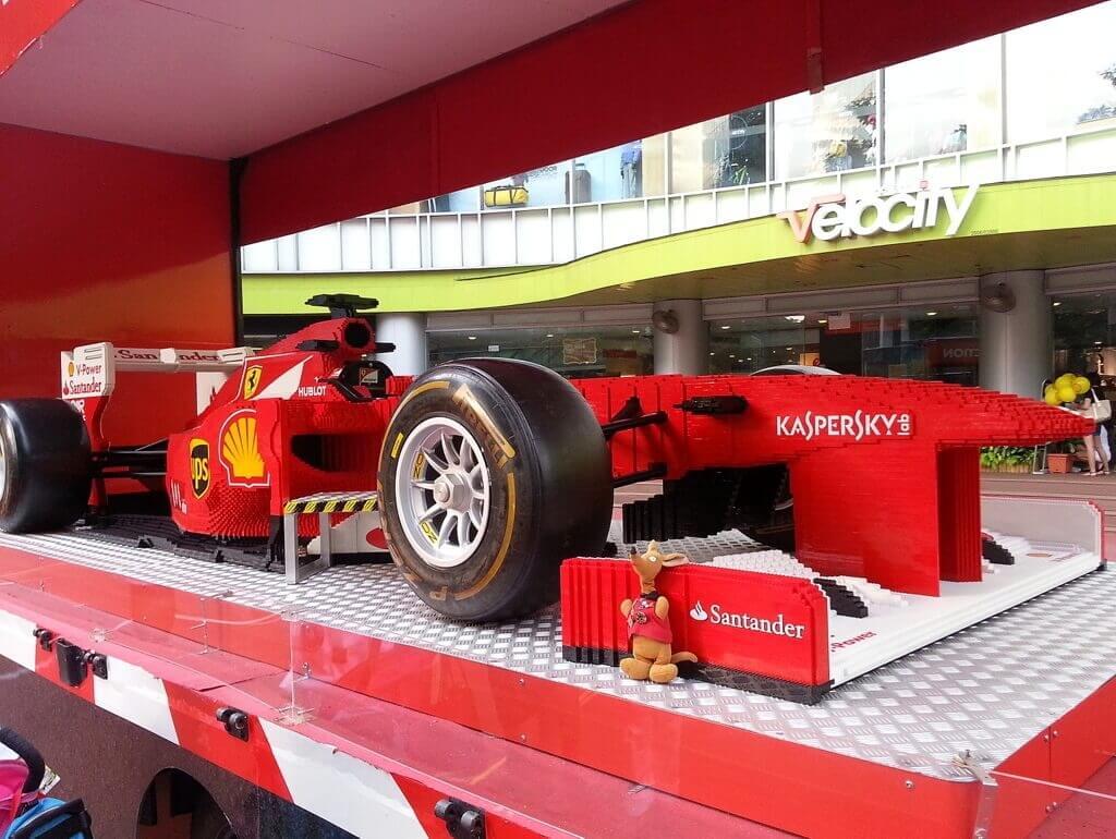 Ryjek i bolid F1 z Lego