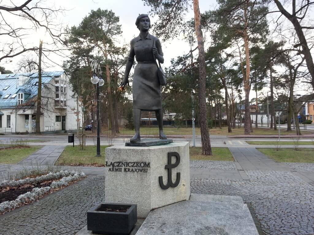 Ryjek i łączniczka AK w Józefowie